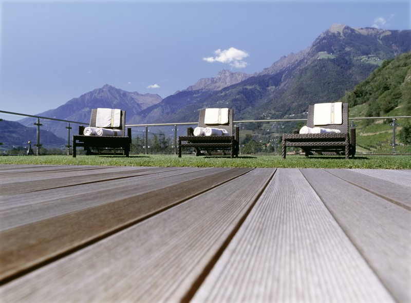 Hotel Sittnerhof **** Panorama-Dachterrasse mit Liegestühlen und Sonnensegel