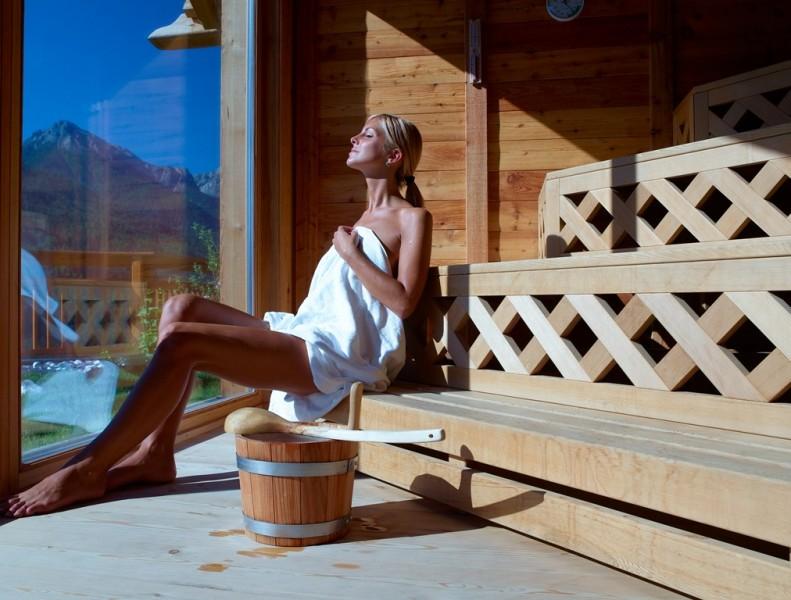 Alpin Panorama Hotel Hubertus ****s Sauna panoramica in baita alpina