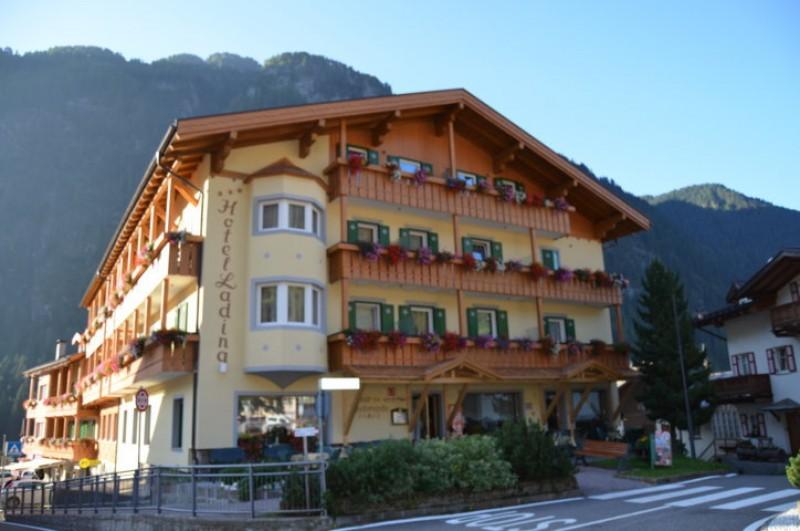 Hotel Ladina Holiday ***s