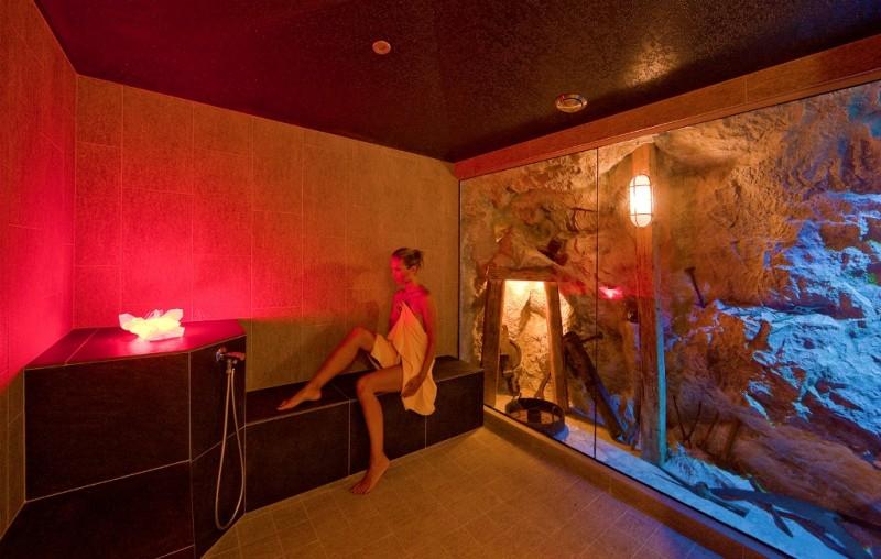 Alpin Panorama Hotel Hubertus ****s Bagno turco in grotta dolomitica