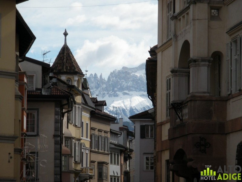 View of the Rosengarten from via Museo in Bolzano