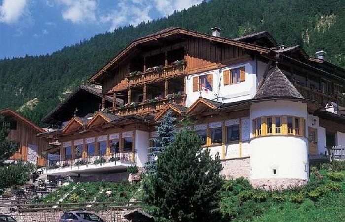 4 Hotel Ladinia