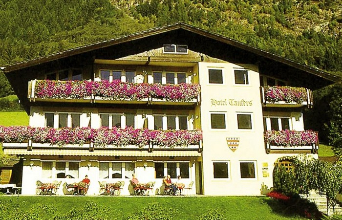 3 Hotel Taufers
