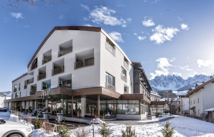 Sporthotel Tyrol **** Aussenfassade Winter