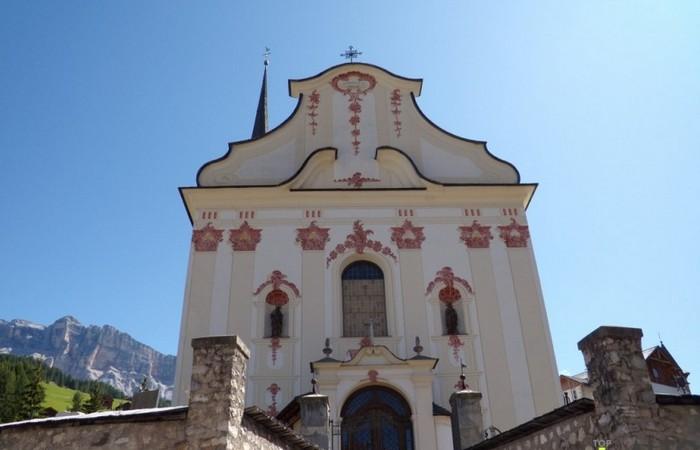 Fotogalerie Südtirol Die Kirche von Sankt Leonhard in Gadertal - Alta Badia