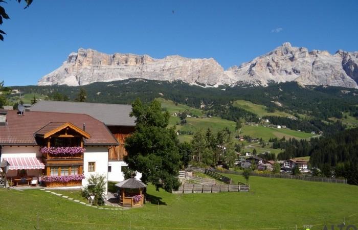 Galleria Fotografica Alto Adige Panorama dalla chiesa di La Villa in Alta Badia