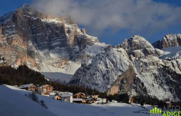 Galleria Fotografica Alto Adige San Cassiano in Alta Badia ai piedi della Cima Cunturines