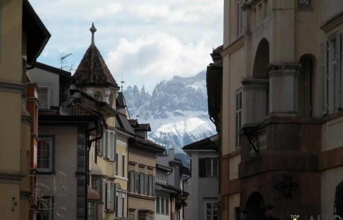 Fotogalerie Südtirol Blick auf den Rosengarten aus Museum Straße in Bozen