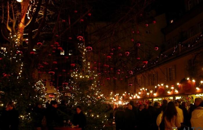 Fotogalerie Südtirol Glühwein trinken in der der Zauberwald von Palais Campofranco, um die Weihnachtsmärkte in Bozen