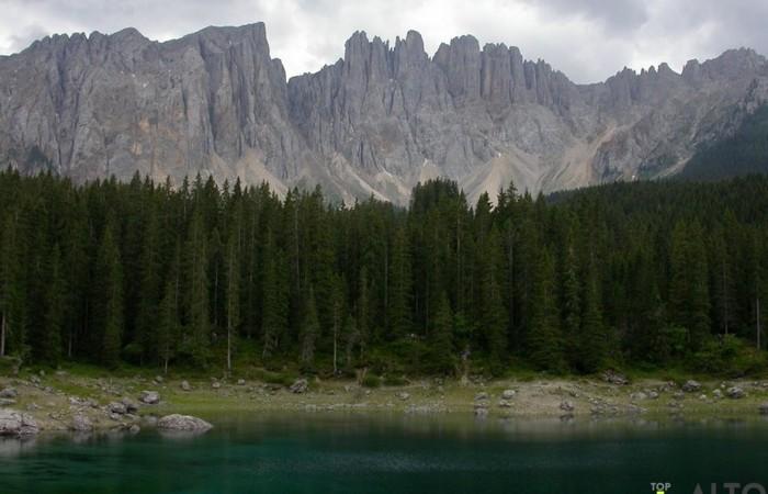 Fotogalerie Südtirol Blick auf den Latemar vom Karersee in Sommer