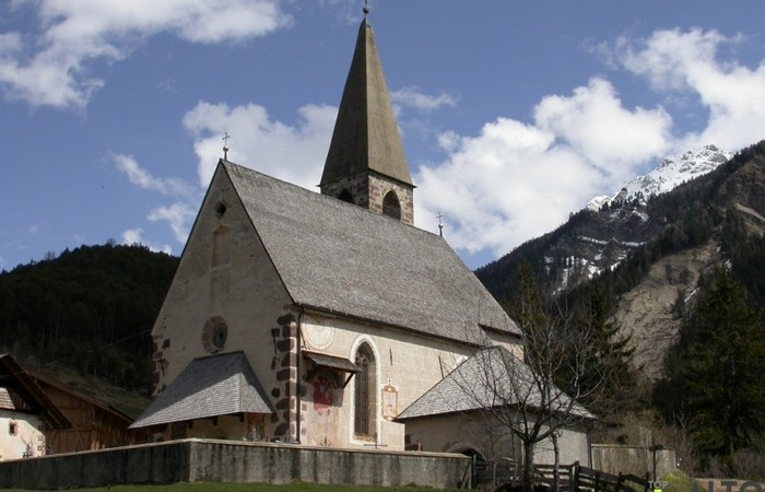 Photo Gallery South Tyrol the church of Santa Maddalena, symbol of Funes Valley